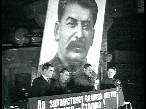 factory workers listening and applauding to men giving speech from lectern / moscow russia / audio - プロパガンダ点の映像素材/bロール