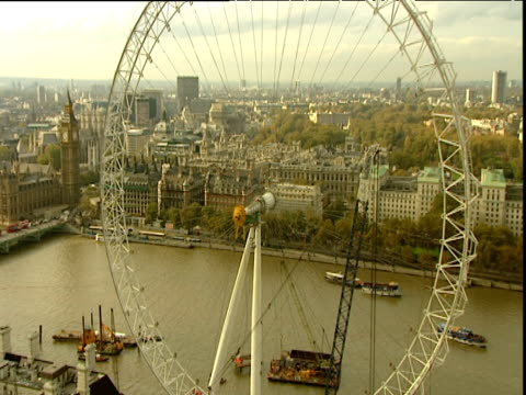 fade up from black and zoom out from london eye in upright position but without pods - erektion stock-videos und b-roll-filmmaterial