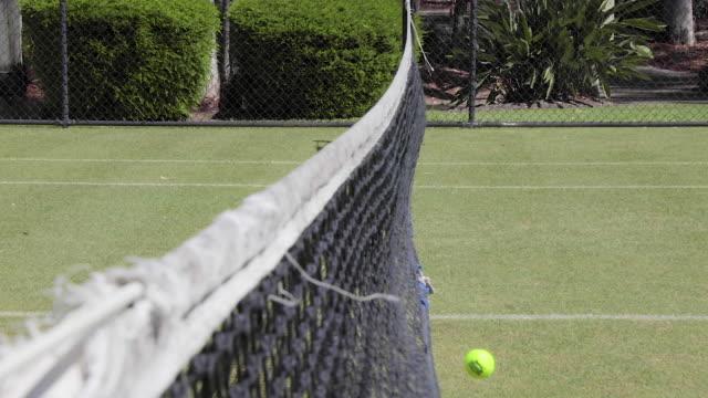 vídeos de stock e filmes b-roll de failed tennis shot - relva