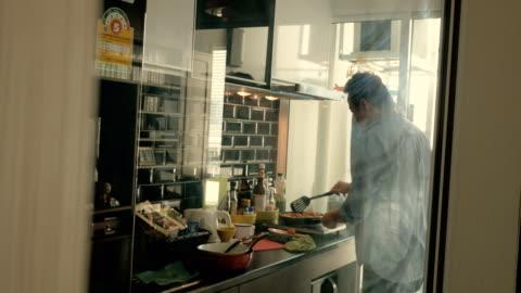 vídeos y material grabado en eventos de stock de falta en la cocina. - cocina doméstica