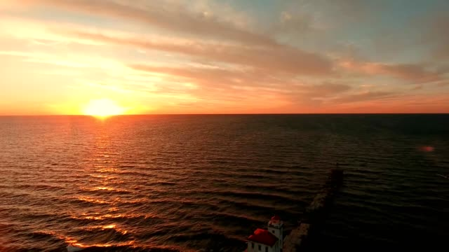 stockvideo's en b-roll-footage met fairport harbor lighthouse sunset ohio - ohio