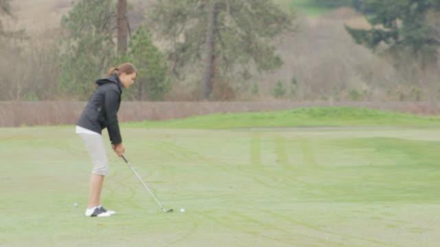 vídeos y material grabado en eventos de stock de fairway golf shot - golf