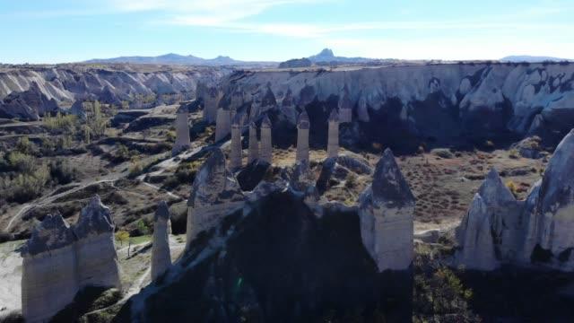 vidéos et rushes de cheminées de fées en cappadoce - vallée