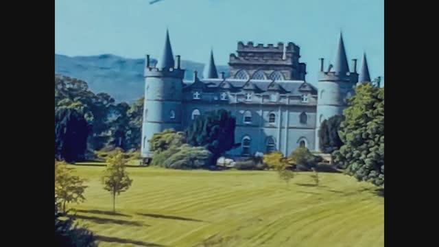 fairytile castle on inveraray in scotland, 4k digitized footage - castle stock videos & royalty-free footage