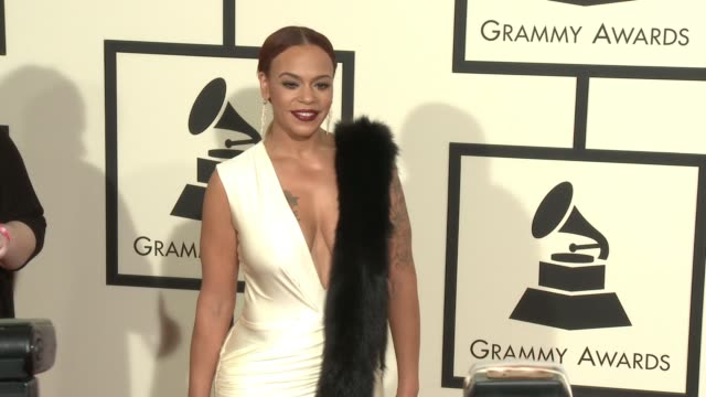 stockvideo's en b-roll-footage met faith evans at 58th annual grammy awards® arrivals at staples center on february 15 2016 in los angeles california - 58e grammy awards