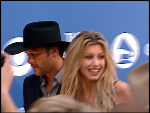 faith hill at the 2000 grammy awards arrivals at staples center in los angeles california on february 23 2000 - grammy awards stock-videos und b-roll-filmmaterial