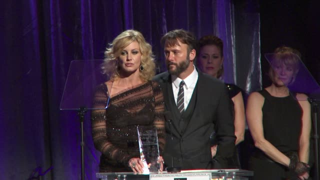 faith hill tim mcgraw accepting award at the an unforgettable evening benefiting eif's women's cancer research fund at beverly hills ca - tim mcgraw stock videos and b-roll footage