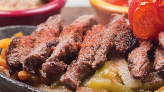 vídeos de stock e filmes b-roll de fajita tortillas with beef steaks and sauces - marina