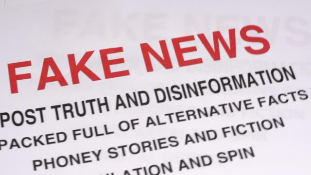vídeos de stock e filmes b-roll de fake news - conspiração