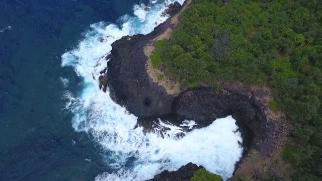 vidéos et rushes de falaise de bord de mer à la réunion - à bord