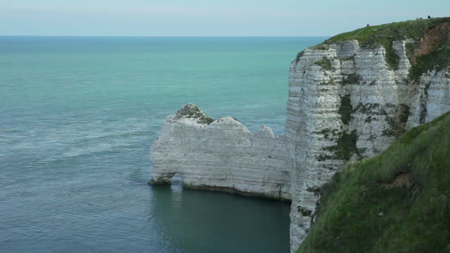 falaise d'etretat in normandy - france as seen from the dessu - allied forces stock videos & royalty-free footage