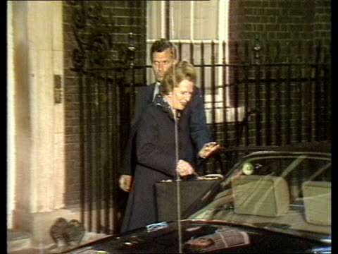 thatcher at downing street england london night ms margaret thatcher from no 10 car cas ex eng itn 10secs tx archive tape 14982 5740 to 5754 - downing street stock-videos und b-roll-filmmaterial