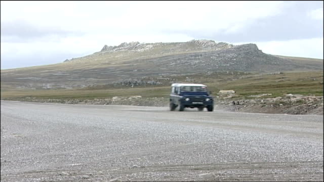 falklands war 25th anniversary / london tonight special report landrover along and wooden cross overlooking islands with miller interview overlaid sot - 見渡す点の映像素材/bロール