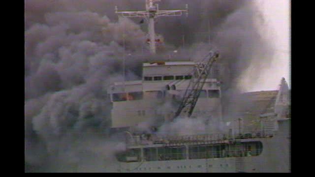 25th anniversary: memorial services; lib falkland islands: bluff cove: * * voice of michael nicholson heard over following shots sot * * 'sir... - 大西洋諸島点の映像素材/bロール