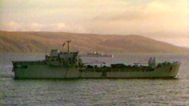 vídeos y material grabado en eventos de stock de belgrano sinking 'sonar' designer interview lib unidentified british navy warship in harbour during falklands conflict - 1982