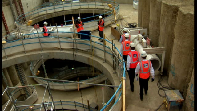 fall in unemployment figures / government promises infrastructure investment london top shot of osborne alexander and others on tour of crossrail... - クロスレール路線点の映像素材/bロール