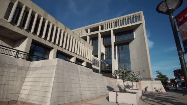 vídeos de stock e filmes b-roll de fall river, massachusetts city hall - edifício do governo local