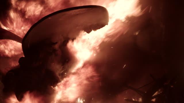falla quemándose - escultura stock videos & royalty-free footage