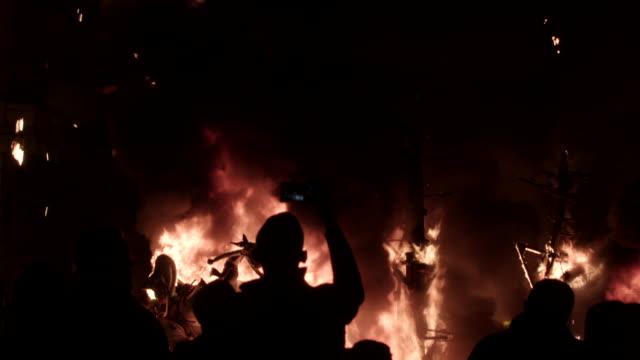 Falla quemándose