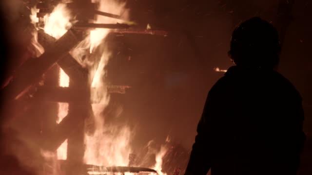 vídeos y material grabado en eventos de stock de falla quemándose - satírico