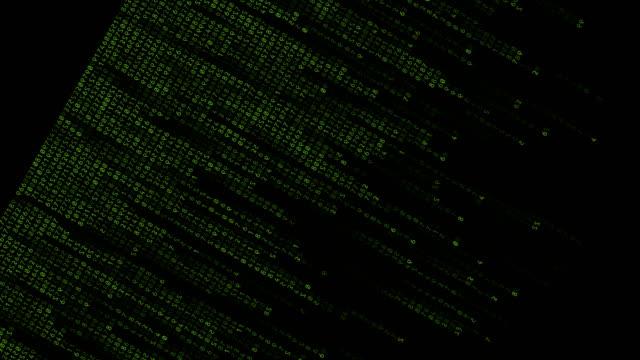 vídeos de stock, filmes e b-roll de dados de código binário caindo. letras verdes sobre fundo preto, colocado na diagonal - enviesado