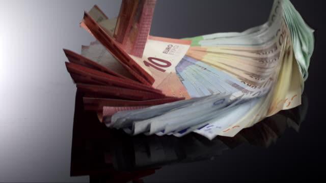vídeos de stock, filmes e b-roll de falling money fan - nota de cinquenta euros