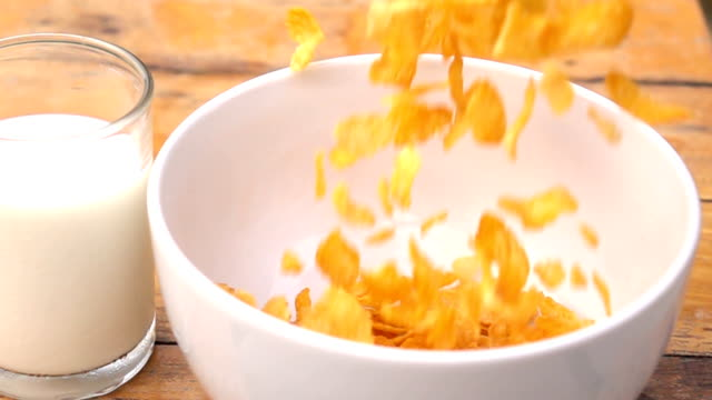 Falling of corn flake in real slow motion (250 FPS)