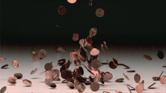 vídeos de stock, filmes e b-roll de ms slo mo falling pennies against black background / san francisco, california, usa - moeda