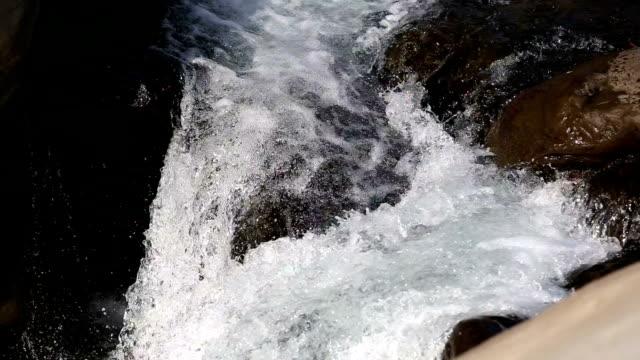 vídeos y material grabado en eventos de stock de agua descendente - estilo de música