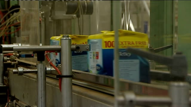 falls by half a per cent: tetley plant; mechanical arm lifting packets of tea bags onto conveyor / packets of tea bags being lifted by robotic arm /... - sachet stock videos & royalty-free footage