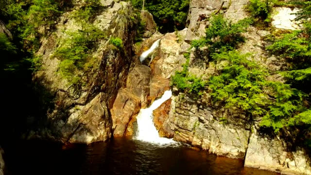 falls of lana in green mountains of burlington vermont - vermont stock-videos und b-roll-filmmaterial