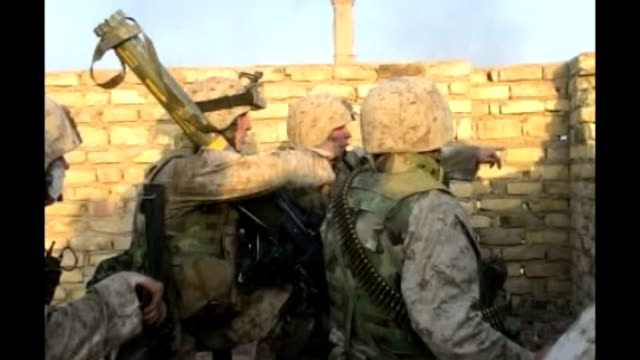 fallujah falls to islamist rebels; t16110480 / tx iraq: fallujah: us marines behind wall us marines firing over wall end lib - us marine corps stock videos & royalty-free footage