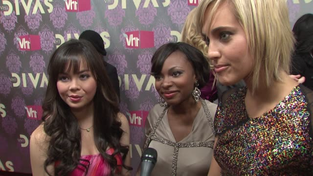 fame stars anna maria perez naturi naughton and kherington payne talking about being divas seeing the performances and their upcoming film at the... - vh1 divas stock videos and b-roll footage