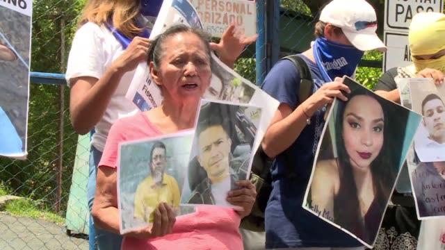 familiares de detenidos en las protestas contra el presidente daniel ortega recibieron a delegados de la cidh que entraron el lunes a la carcel de... - managua stock videos & royalty-free footage