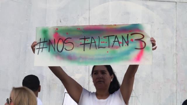 familiares de los tres trabajadores del diario el comercio de quito secuestrados el lunes en la frontera con colombia revelaron el domingo sus nombres - diario stock videos and b-roll footage