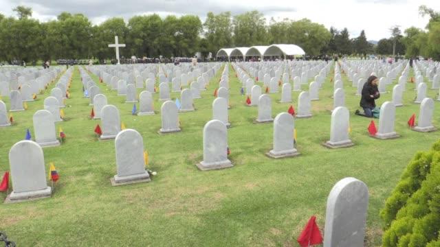 familiares de militares caidos en el conflicto colombiano rindieron homenaje el jueves a sus seres queridos en el día de muertos y agradecieron que... - día stock videos & royalty-free footage