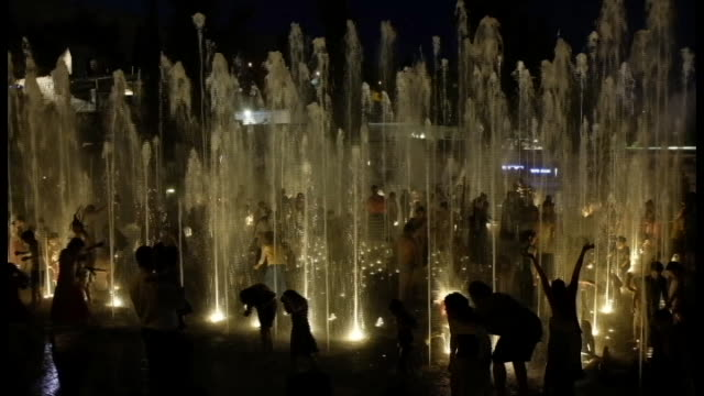 families and children enjoy water fountains in teddy park outside the jaffa gate and the old city of jerusalem on july 26,2018 - gerusalemme est video stock e b–roll
