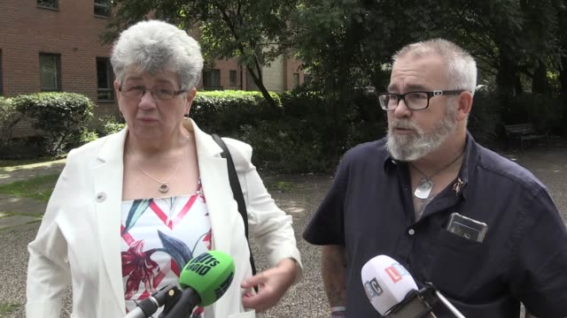 vídeos y material grabado en eventos de stock de families leave the manchester hilton after watching hashem abedi receive a life sentence, with a minimum term of 55 years, for his part in the... - sumar