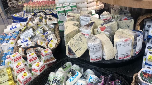 families n france, like most of the world, were on lockdown for most of 2020. and the french indulged themselves with cheese. lots of cheese. - dairy product点の映像素材/bロール