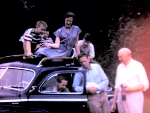 1950 family all over new car - anno 1950 video stock e b–roll