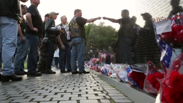 stockvideo's en b-roll-footage met ls family and friends look up names of their love ones on the wall of the vietnam veterans memorial prior to the memorial day weekend may 23 2014... - vietnam veterans memorial