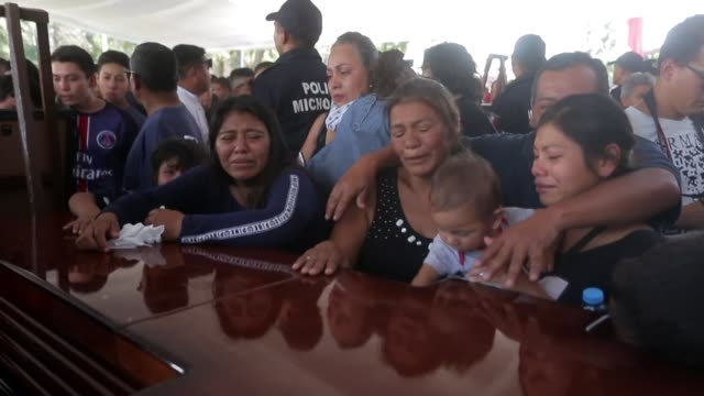 family and friends mourn the officers killed in an ambush in the mexican state of michoacan a hotspot for criminal groups and vigilantes - morelia video stock e b–roll