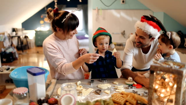 family baking christmas cookies - cappello video stock e b–roll