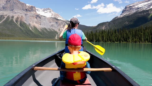 pov family canoeing at emerald lake in summer, yoho national park, british columbia, canada - rocky mountains stock videos & royalty-free footage