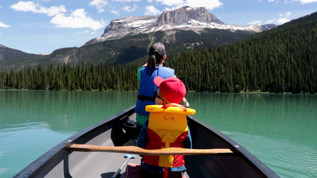 pov family canoeing at emerald lake in summer, yoho national park, british columbia, canada - life jacket stock videos & royalty-free footage