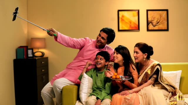 family celebrating raksha bandhan, delhi, india - 盆点の映像素材/bロール
