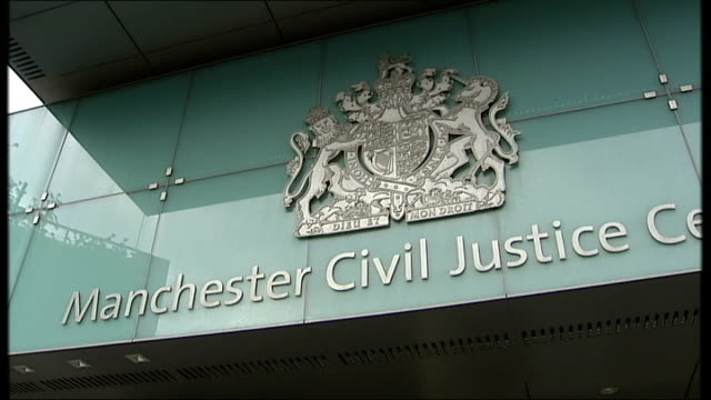 vidéos et rushes de family condemn manchester city council over removal of vulnerable man from foster home; england: manchester: ext **interview with sister of 'edward'... - famille d'accueil