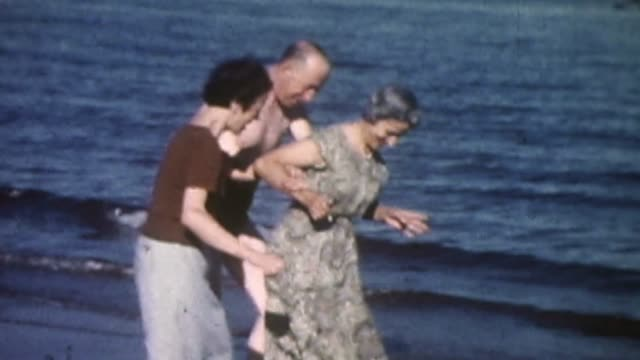 stockvideo's en b-roll-footage met family day at the beach - italian culture