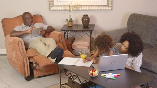 vídeos y material grabado en eventos de stock de family doing homework with laptop - camisa de polo