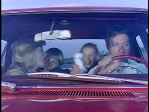 vídeos de stock e filmes b-roll de 1974 montage family driving carelessly and falling down from cliff, los angeles, california, usa - descuidado